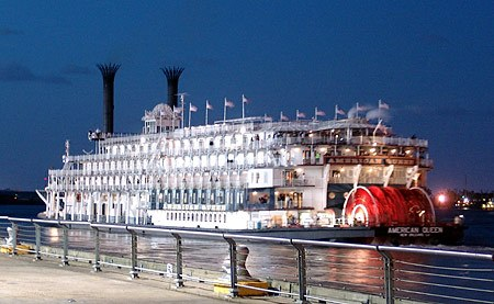 American Queen The Largest Steamboat With Paddle Wheel