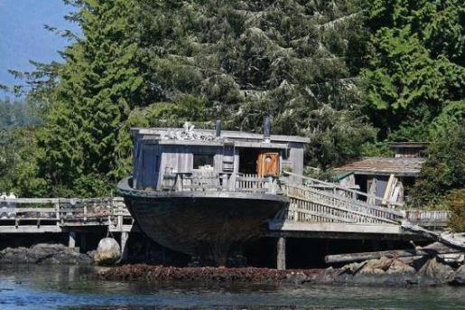 boat house 10 Amazing Recycled Ship Houses
