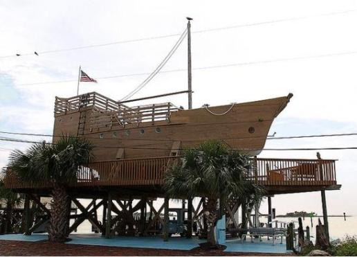 dixie 10 Amazing Recycled Ship Houses