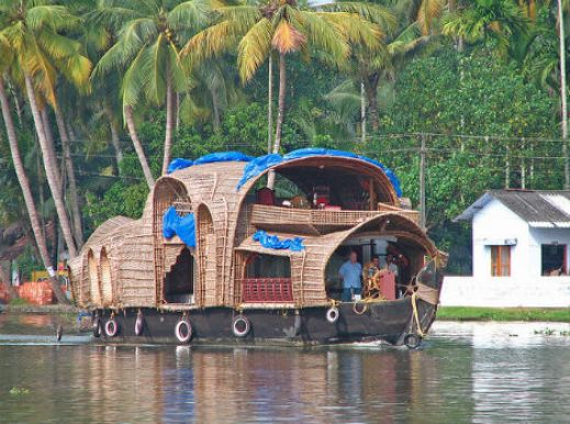 floating restaurants india  10 Amazing Floating Restaurants in the World