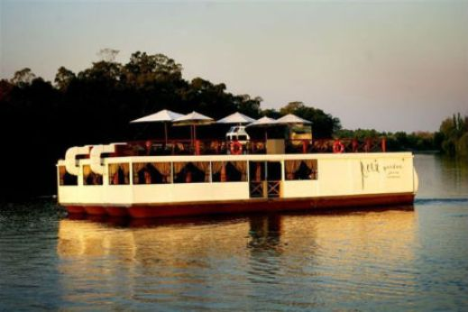 floating restaurants riviera on vaal  10 Amazing Floating Restaurants in the World