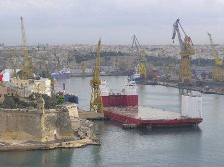 Semi-submersible Heavy-Lift Vessels