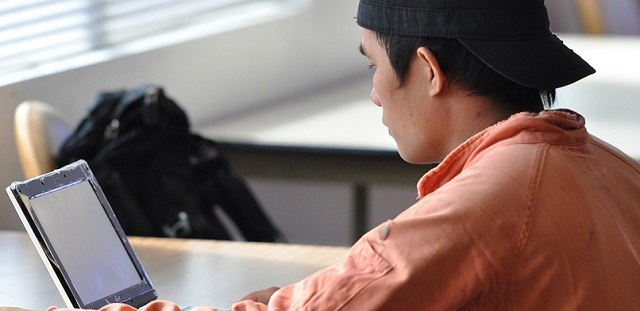 seafarer using computer