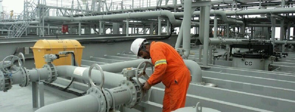 Bunkering fuel on ship