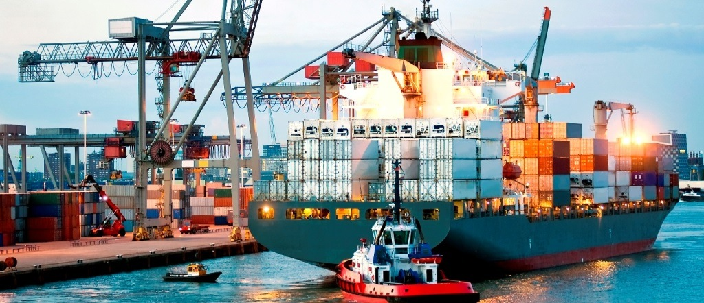 Manouvering container ship
