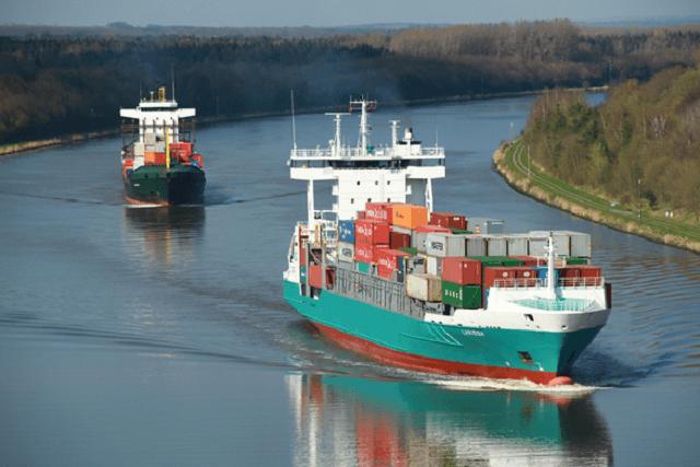 ships on kiel canal