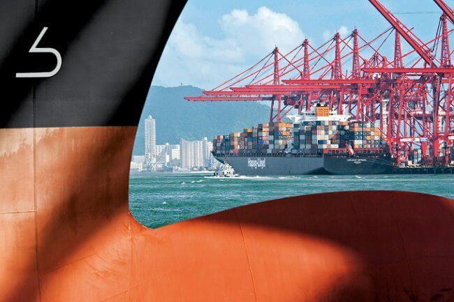 "The bulbous bow of the Hapag-Lloyd training ship ""Chicago Express"" - Credits:  hapag-lloyd.com"