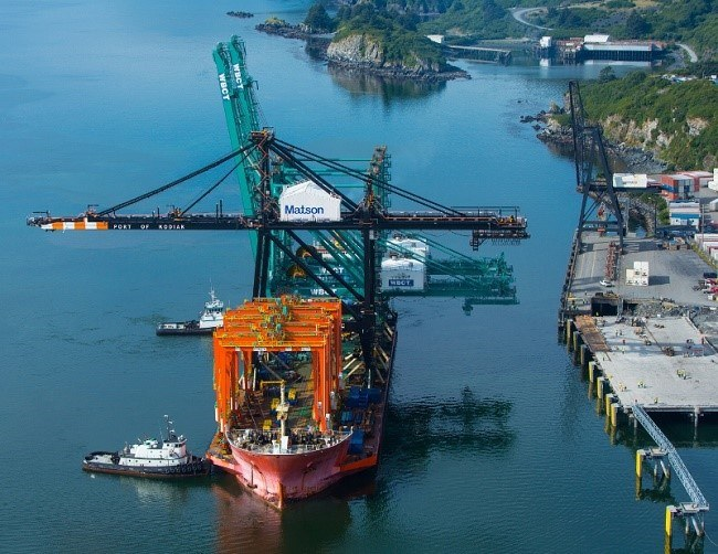 Matson's new crane arriving at Kodiak. (PRNewsFoto/Matson, Inc.)