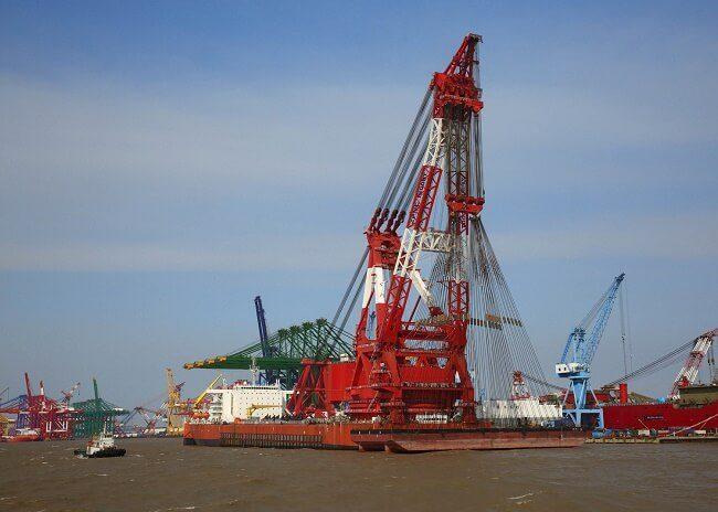 Actual photo of Zhen Hua 30 lifting 13,200MT - Credits: zomc.com