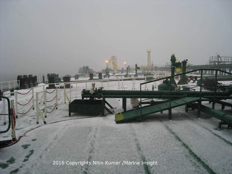 snow fall on the ship (1)