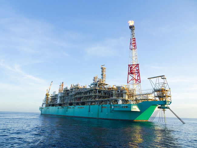 first-gas-for-petronas-first-floating-lng-facility_pflng-satu