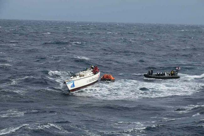1_HMS-Dragon-Rescues-fishermen