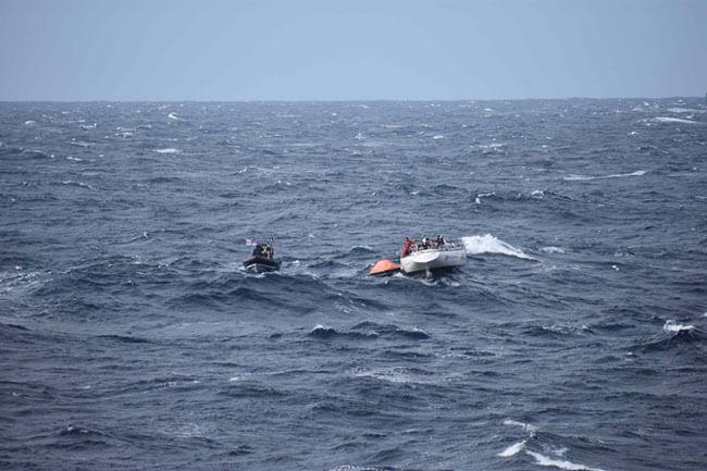 2_HMS-Dragon-Rescues-fishermen