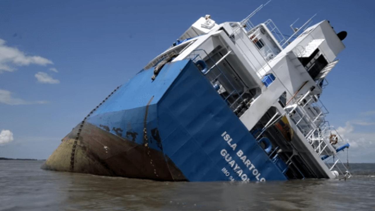 Watch General Cargo Ship Runs Aground Partially Sinks Off Ecuador