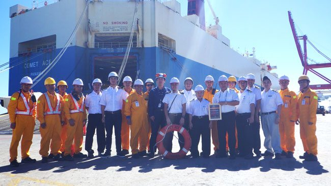 AMSA-presents-award-to-MV-Comet-Ace-master-and-crew-for-rescue-of-MOB-from-MV-Cape-Spencer
