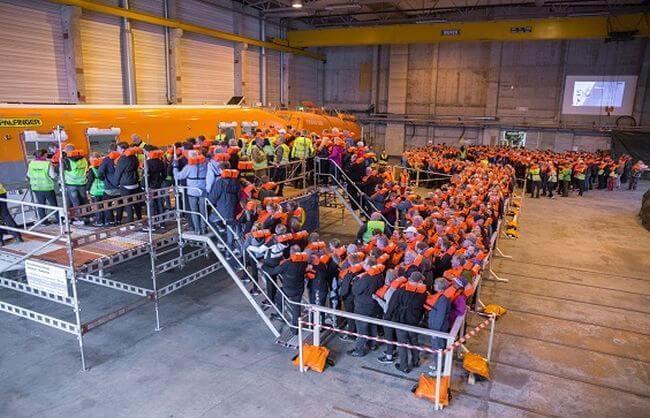 PM_World_Record_Passengers-lining-up_564px