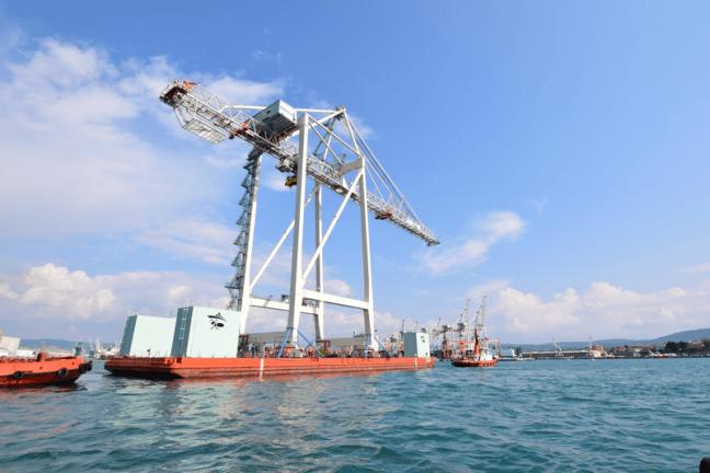 Super-Post-Panamax Cranes
