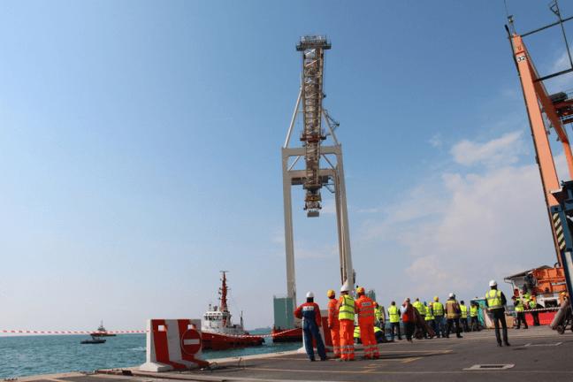 Super-Post-Panamax Cranes_1