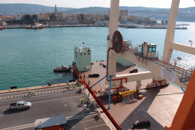 Super-Post-Panamax Cranes_port_of_koper