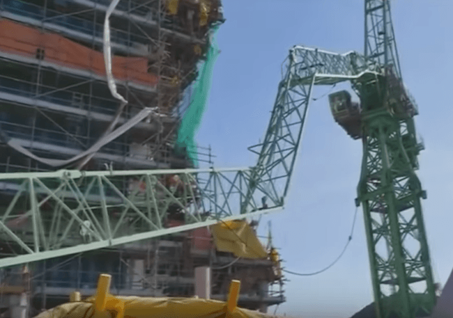 Video 6 people killed in crane collapse at samsung shipyard in video 6 people killed in crane collapse at samsung shipyard in south korea fandeluxe Images