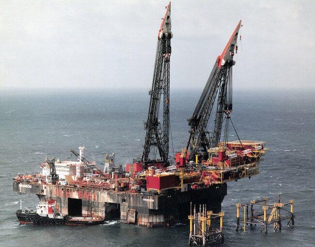 csm_Photo Press Release Hermod Retirement - 1986 - Hermod first dual crane topisde lift - L13 Platform_4ad6b65429