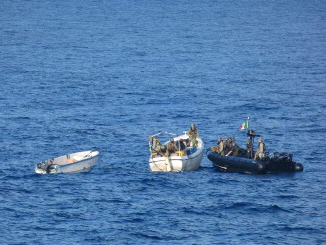 EU NAVFOR captures pirates (1)