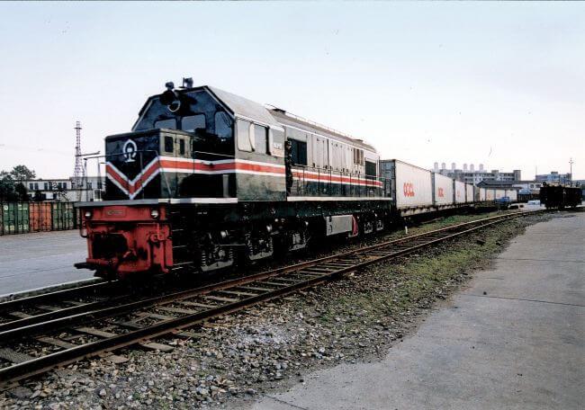 oocl train_reefer on rail