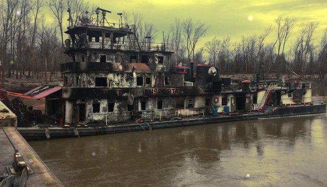 towing vessel burnt_Mississippi River