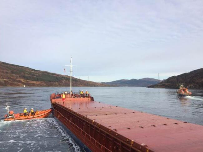 kyle_of_lochalsh_amp_mallaig_lifeboats_assist_cargo_vessel_in_kylerhea_narrows2 (1)
