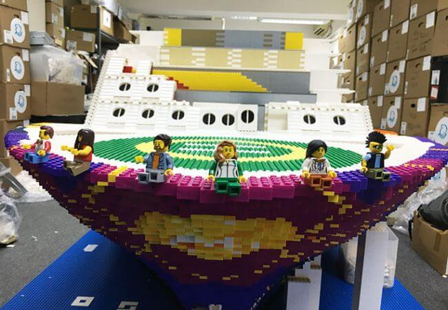 The-front-of-the-largest-LEGO-ship_tcm25-519730