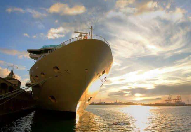 HullWiper cleaning cruise vessel in port.