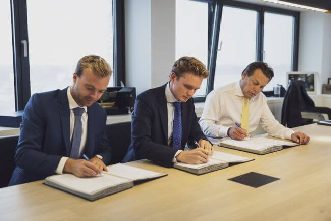 Contract Signing Damen and Skoon (1)_lowres