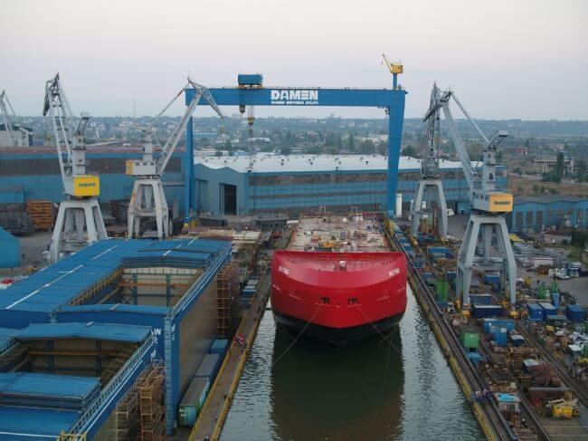 Damen performs float-out of Australian icebreaker (2)_lowres