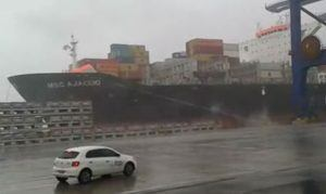 container ship moorings broke off