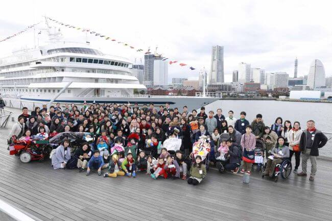 Children and Family from Hope&Wish Welcomed Aboard Christmas-decorated Asuka II