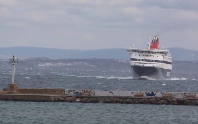 Watch: Incredible Ship Maneuver In Rough Sea