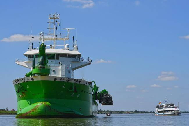 Port of hamburg kicks off dredging river elbe