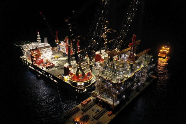 Sleipnir installing 15300T Leviathan Topsides - world record lift