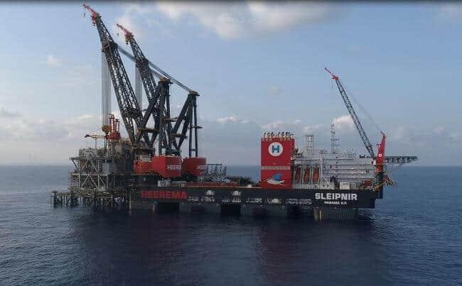 csm_2019-09-08 - Sleipnir installing Leviathan Topsides - world record lift 3