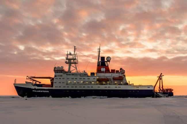 How To Park A Ship In Ice_Polarstern_ZentraleArktis_058_SHendricks
