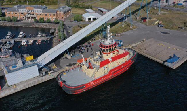 RAL Christens Tundra Hybrid Tug 'Vilja'
