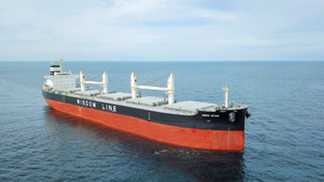 kawasaki heavy industries delivers bulk carrier