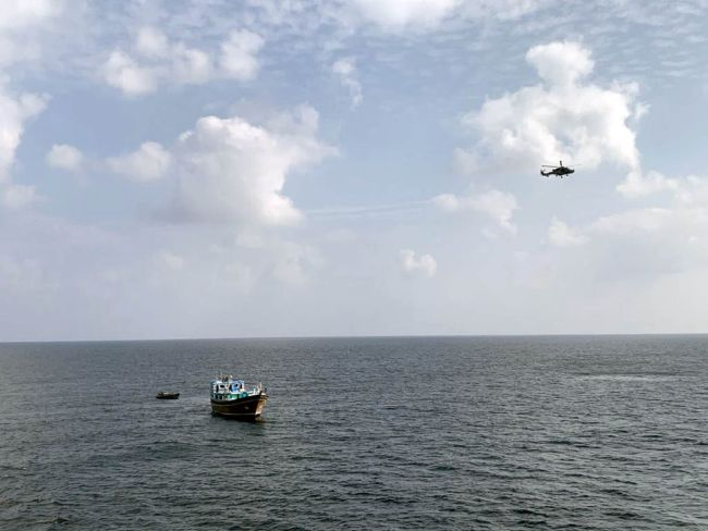 HMS DEFENDER LANDS £3.3M HAUL IN MIDDLE EAST DRUGS BUST_3