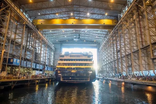 The NG Endurance has started on her way out of the dock hall. Photo_ Per Eide Studio