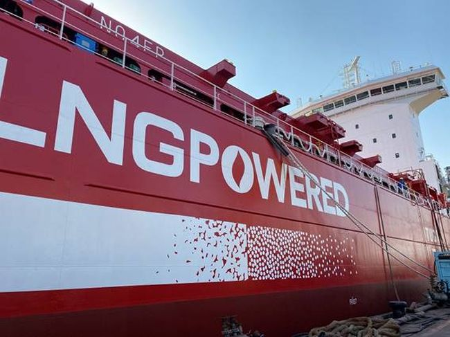 With Containerships, the CMA CGM Group strengthens its leading role in sustainable shipping by introducing the CONTAINERSHIPS ARCTIC, its fourth LNG-powered ship