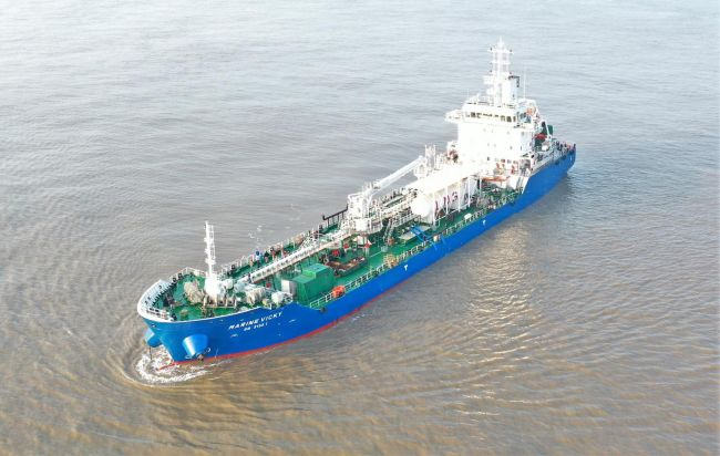 Marine Vicky singapore first lng powered bunker tanker