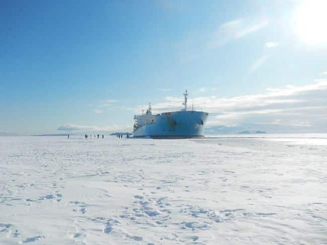 US' Only Heavy Icebreaker Completes Antarctic Treaty Inspections_Sarah Burford_1
