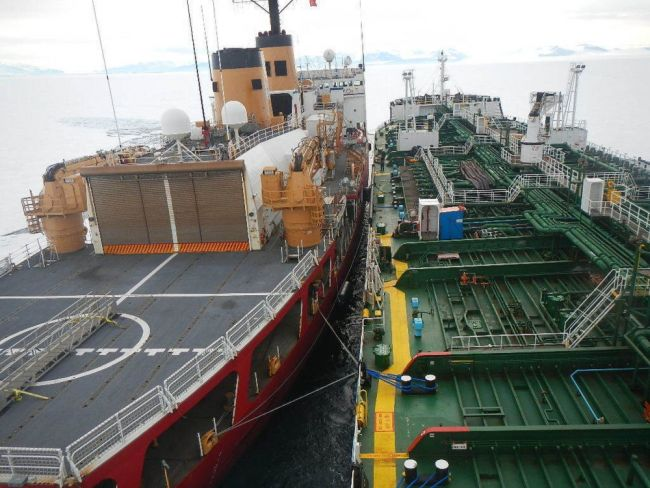 US' Only Heavy Icebreaker Completes Antarctic Treaty Inspections_Sarah Burford_2