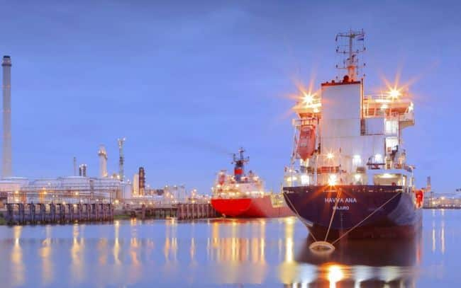 tanker in Rotterdam's Tweede Petroleumhaven