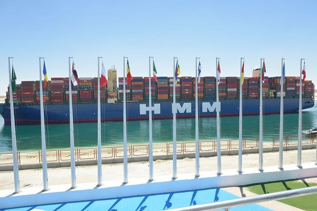 "World's Largest Container Vessel ""HMM Algeciras"" Transits Suez Canal"